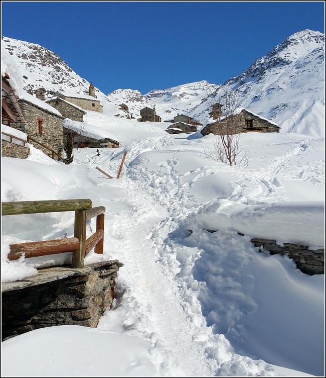 L'Ecot / Bonneval sur Arc N° 3 : dans le village...