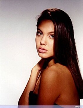 Young_Angelina_Jolie_007-copie-1.jpg