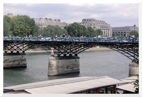 Pont des Arts avant et après les cadenas.