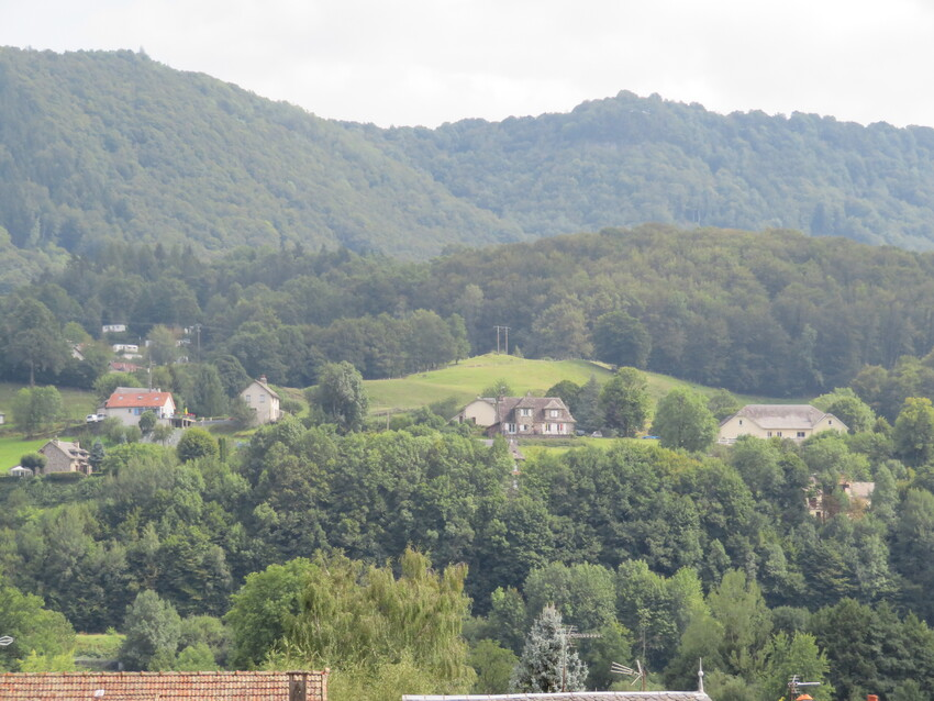VIC sur CERE - CANTAL  (suite 1)