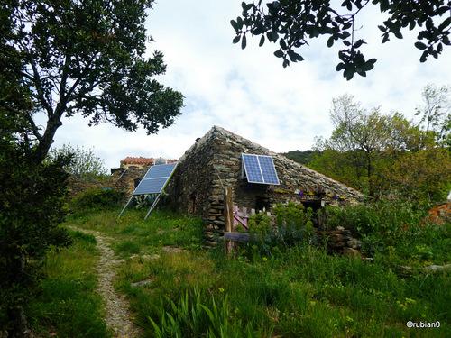 Ici point d'électricité sauf si on a des panneaux photovoltaïques.