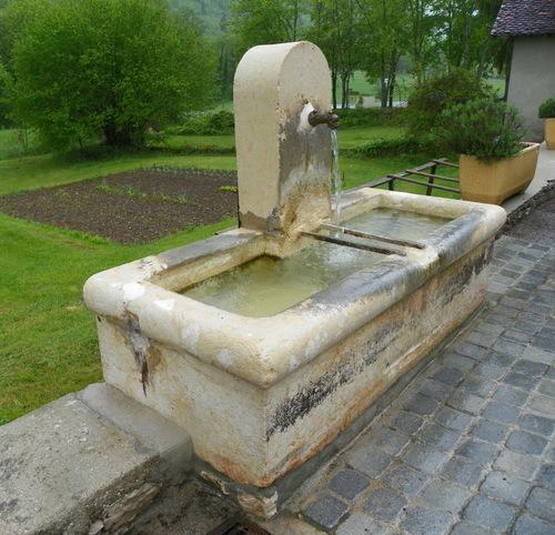 Le bac-fontaine de Rossillon