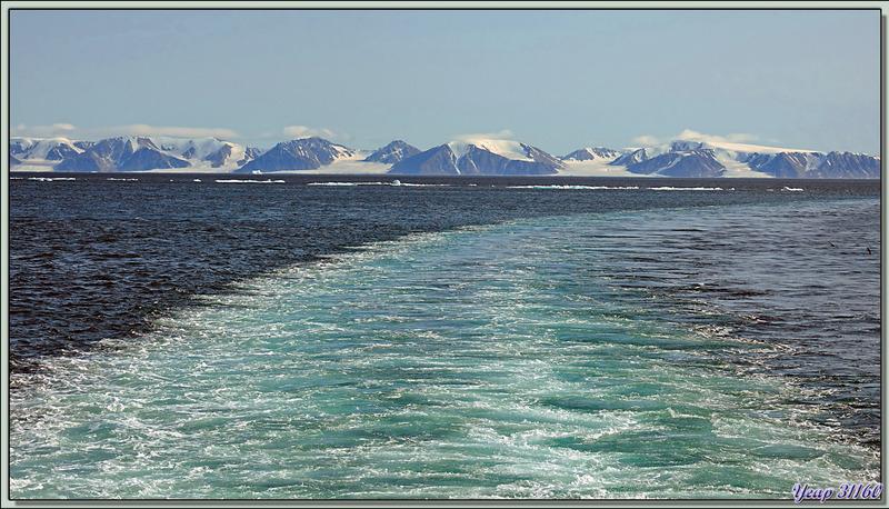 Après 3 heures de navigation, nous arrivons en vue de Craig Harbour, où nous allons débarquer, et de Smith Island - Terre d'Ellesmere - Nunavut - Canada