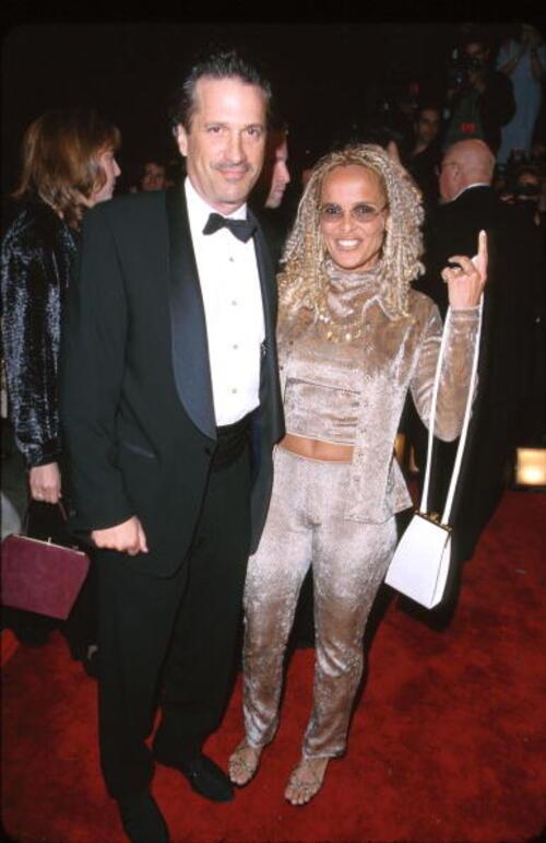 Sam Behrens et Shari Belafonte.