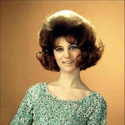 Mai 1964 : Sheila en Haute-Couture. Parce qu'elle le vaut bien...