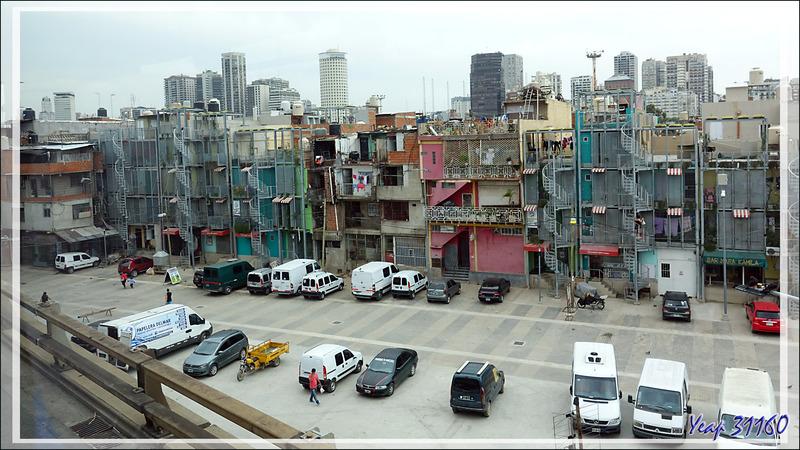 Le bidonville Villa 31 - Quartier Retiro - Zone ferroviaire entre l'aéroport domestique Jorge Newbery et le centre de Buenos Aires - Argentine