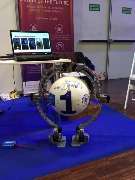 Non, ce curieux robot n'a pas été pensé pour jouer dans le prochainStar Wars. Créé par une jeune pousse russe, AnyWalker est doté d'un châssis bipède et d'un système de stabilisation lui permettant d'évoluer dans n'importe quel environnement sans tomber. © AnyWalker