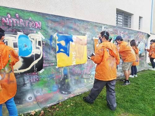 stage graff decoration par les jeunes de deux abris-bus à Mudaison (34) 6 jeunes : valorisation, realisation et conception d'un projet. février 2017