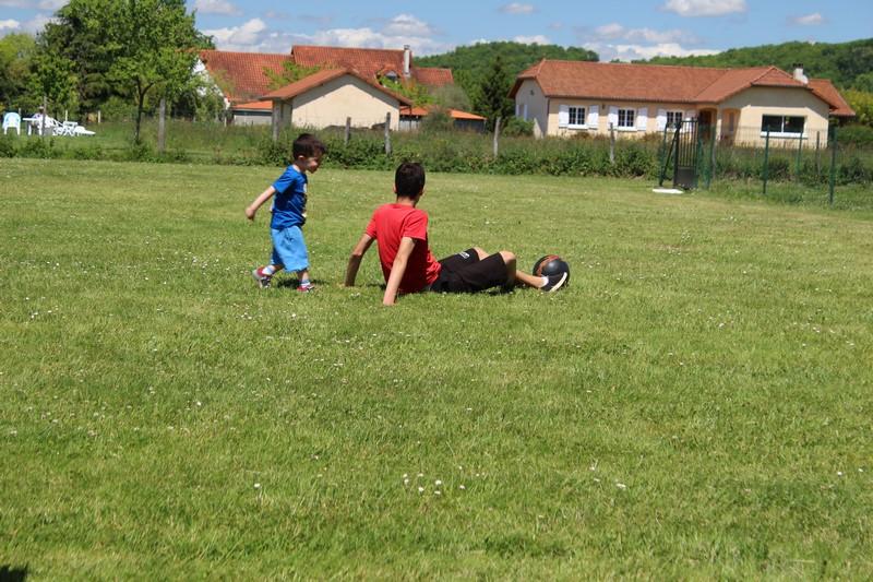 A l'aire de jeux du village