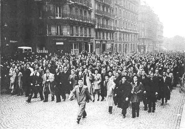 Participation des étudiants de Paris aux manifestations de 11 novembre 1944
