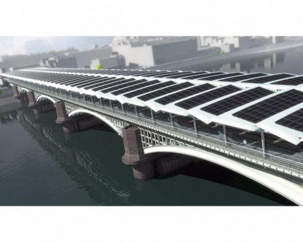 Nouveau pont solaire en cours de construction à la gare de Blackfriars à London