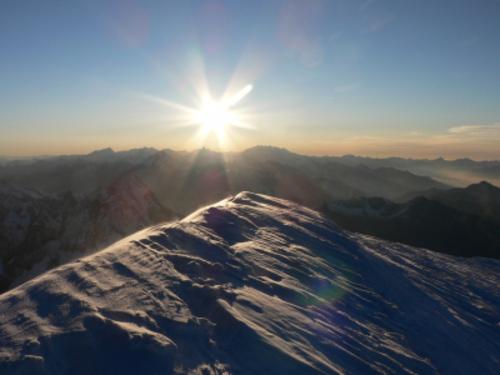 https://lalumieredelislam.files.wordpress.com/2015/08/lever-soleil-sommet-mont-blanc-plus-beau-point-vue-admirer-montagne_87501.jpg?w=400