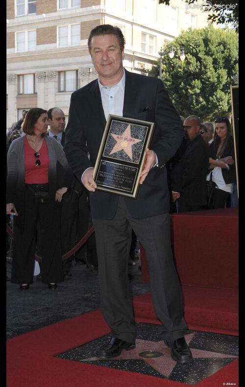 Alec Baldwin reçoit son étoile.