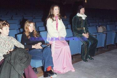 1973: ROBE  A CŒUR & COMBI CLOUTÉE !