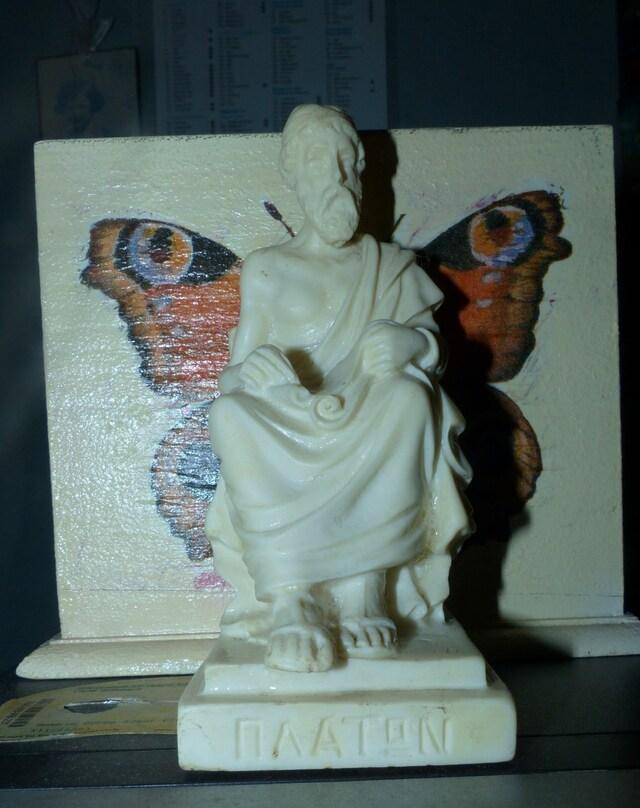 Le merle et la pomme et statues pour Lydie