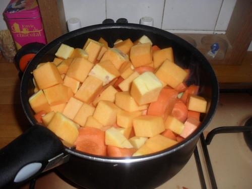 Une soupe toute orange pour mettre un peu de soleil au milieu de cette pluie