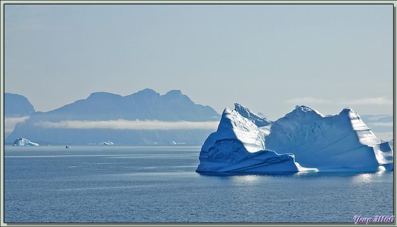 Nous débouchons dans le très large Fjord Uummannaq avant de contourner la Péninsule Nuussuaq et naviguer vers Illulissat - Groenland