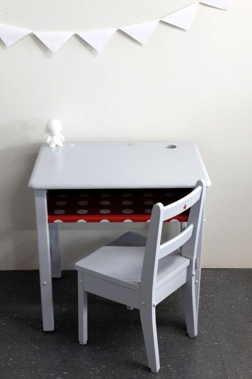 Collection GRIGRIS PERLE : petit bureau rouge foncé et sa chaise