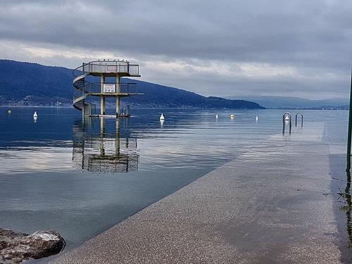 Bonjour....  le lac d'Annecy a débordé ....