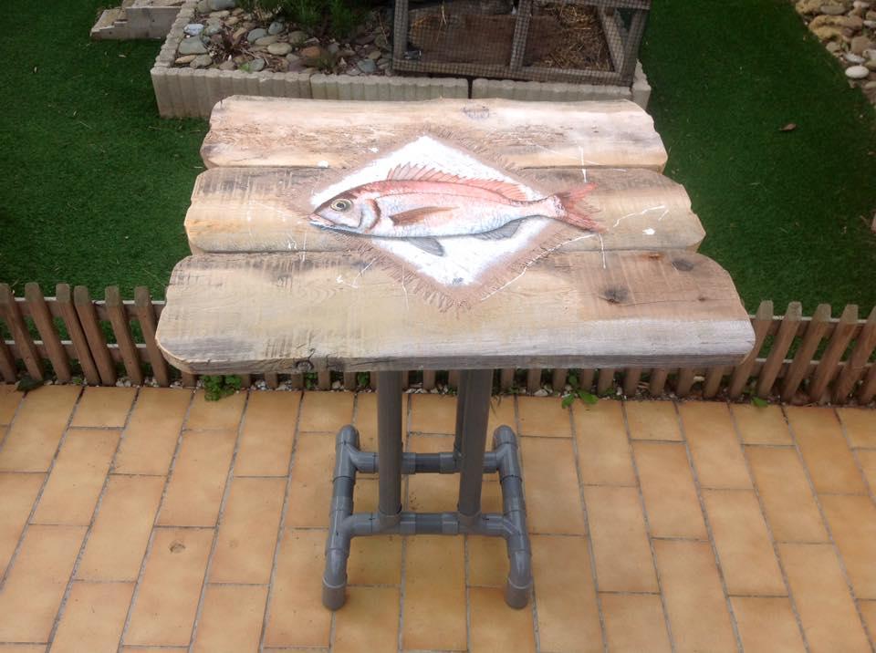 Table en bois flotté - https://www.tethysart.com