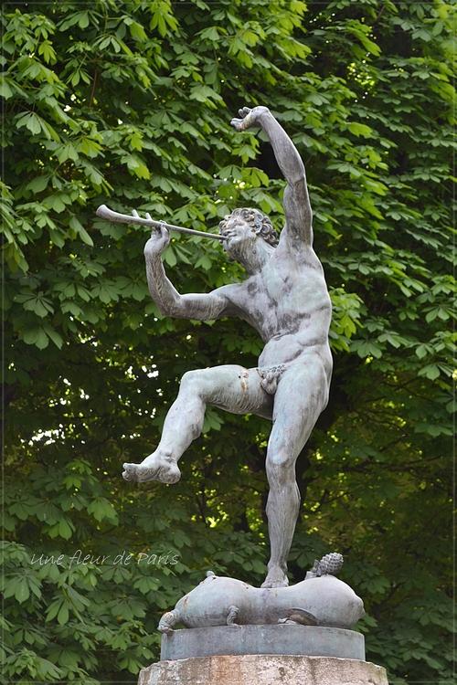 Jardin du Luxembourg : Faune dansant (bronze, 1852) de Eugène Louis LEQUESNE