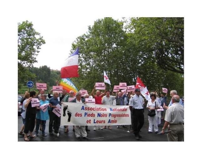 L'ANPNA participant à une contre-manifestation contre un hommage à la stèle à la l'OAS du cimetière de Béziers en 2010.