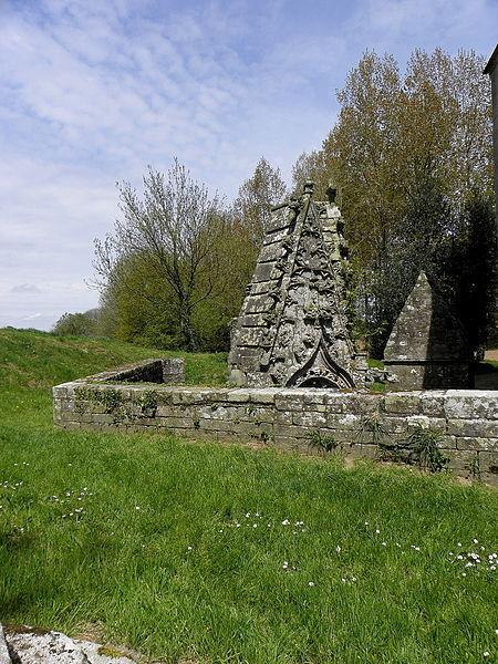 File:Pluméliau (56) Chapelle Saint-Nicodème Fontaines 13.JPG