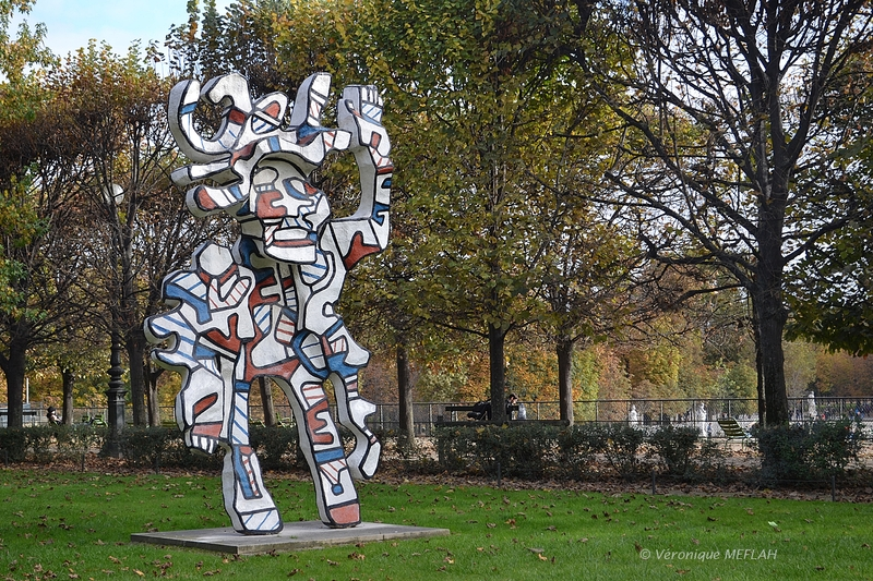 "Jardin des Tuileries : ""Le Bel costumé"" de Jean Dubuffet"