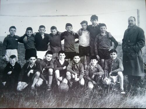 Un belle photo du club de foot des castors dans les années!!!!!!!