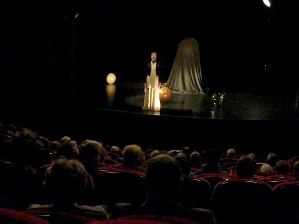 """""""Le Promontoire du songe"""" au théâtre Gaston Bernard a entraîné les spectateurs dans l'univers onirique de Victor Hugo..."""