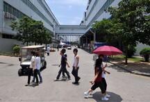 Des ouvriers, sur le site de FoxConn à Shenzhen, le 26 mai 2010