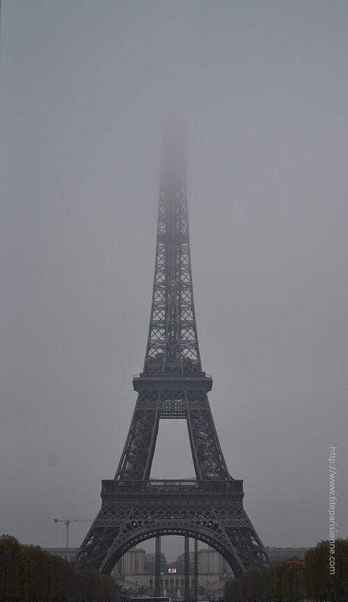 La tour Eiffel prisonnière d'interminables travaux
