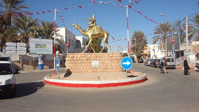 Place des martyrs à Douz