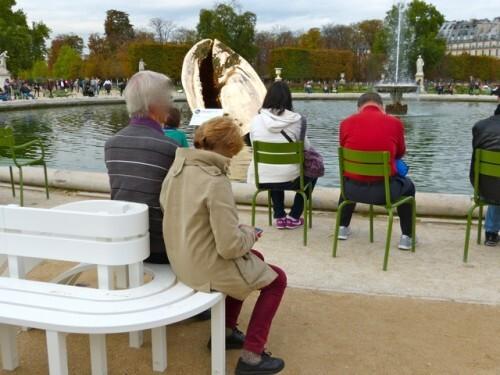 Fiac-Tuileries-Marc-Quinn-origine-Jeppe-Hein-benches.jpg
