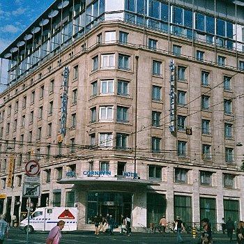 l'hôtel cornavin n'en a pas l'air, mais il cache une petite vitrine sur tintin.