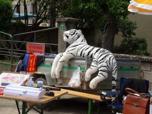Le vide greniers et marché artisanal à Nesle et Massoult