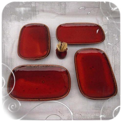 Petits plats rouge pour l'apéritif