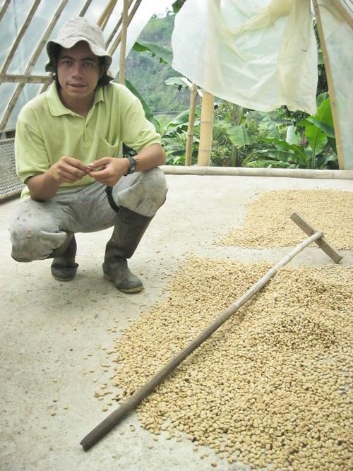 Don Elias, grand père sait faire du bon café
