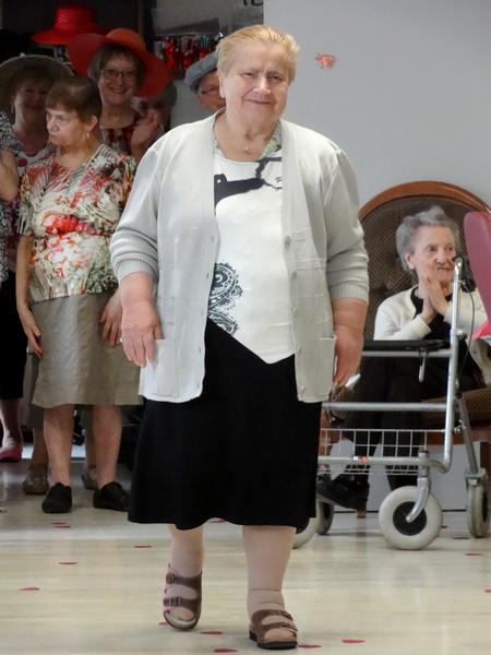 Léa Boutique a présenté sa collection de vêtements lors d'un sympathique défilé à la Maison de la Charme