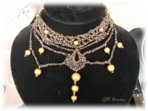 **Les Accessoires et Bijoux de Madame en 1900.**  (3)