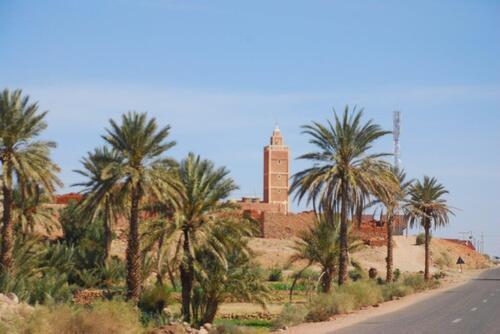 Un petit village et sa mosquée