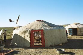 Yurt-construction-4.JPG