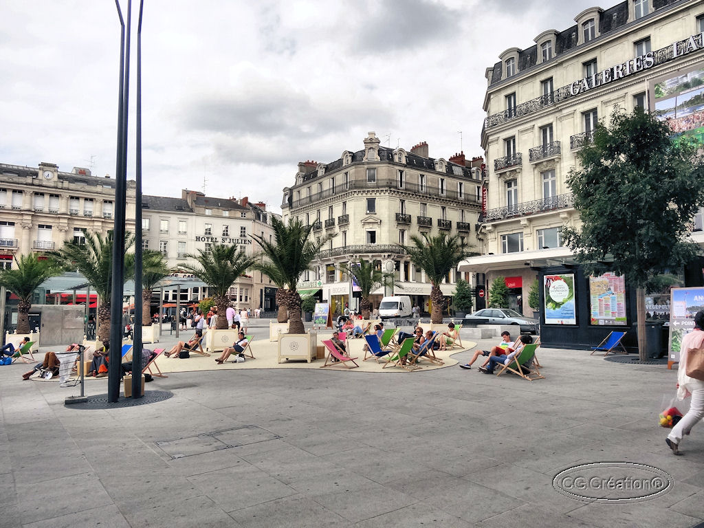 Angers : place du Ralliement, l'été ...