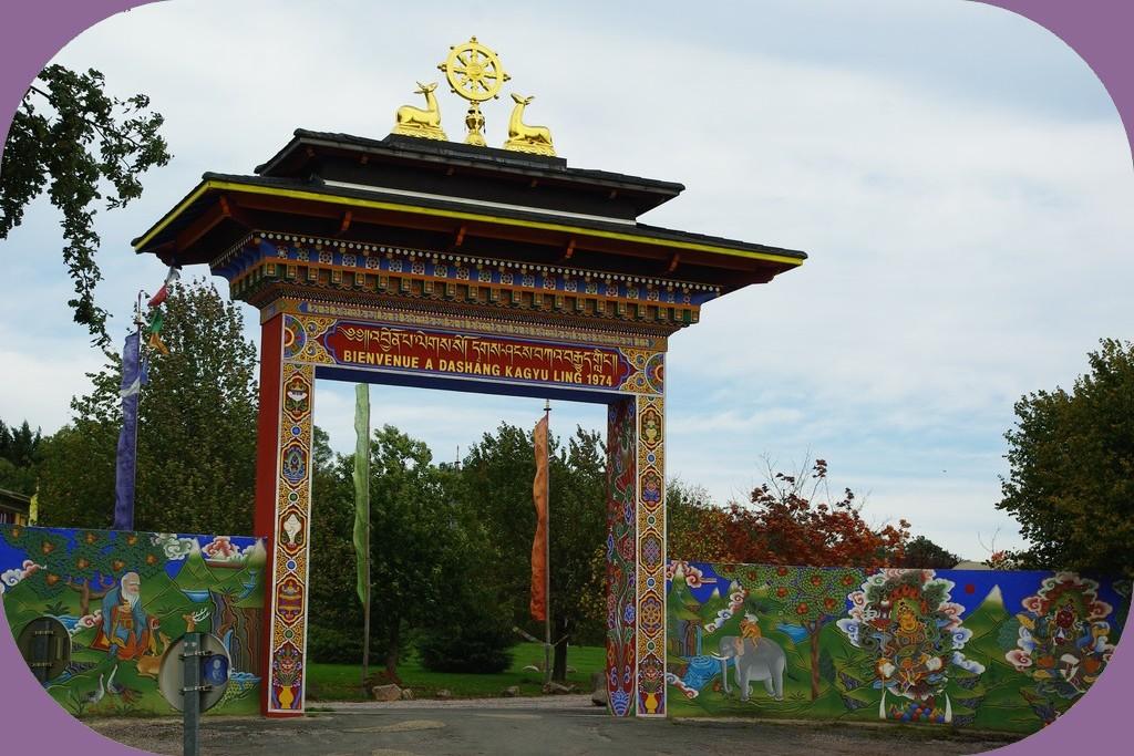 TEMPLE BOUDDHISTE DE KAGYU LING (SAÔNE ET LOIRE)