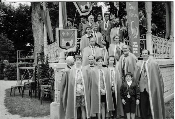 Le père Bonneviale, ancien curé de Châtillon sur Seine, m'envoie une très intéressante documentation sur l'église Saint-Vorles !
