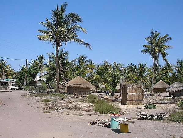 795px-Typical Vilankulo homes