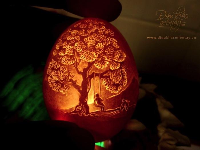Des sculptures spectaculaires en coquille d'oeuf transformées en mini lampes