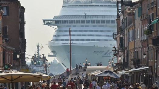 Toutes les grandes villes en ont marre de ce tourisme ...