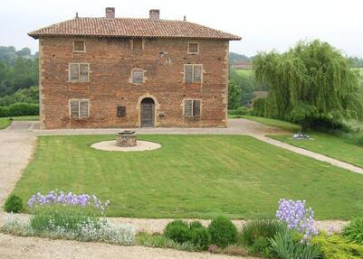 En Bresse, une ancienne maison forte avant restauration