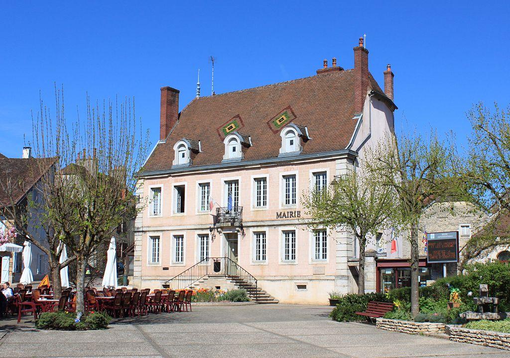 Bèze - Mairie.jpg